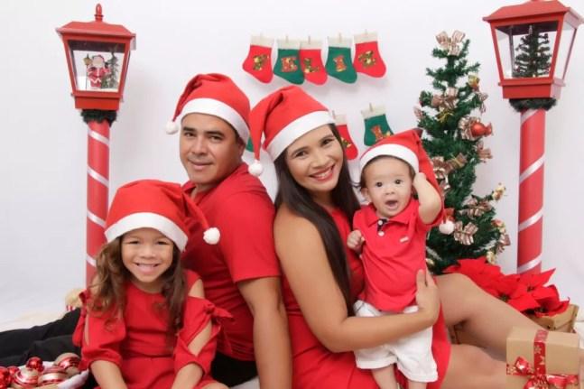 Estefany Leticia e a família no último ensaio do fotográfico de Natal que fez com a família — Foto: Estefany Leticia/Arquivo pessoal