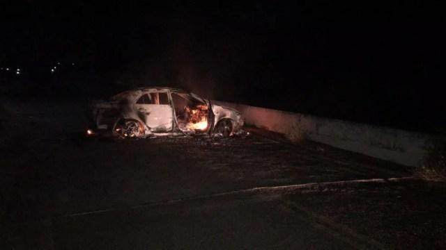 Grupo incendiou carro que estava em uma ponte do município que dá acesso à cidade de Catolé do Rocha, na PB — Foto: Polícia Civil/Divulgação
