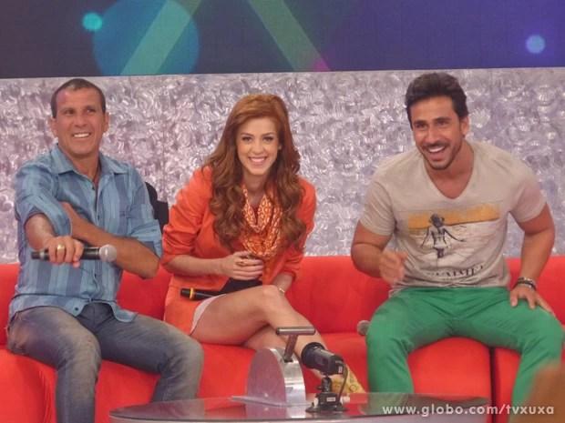 Sophia Abrahão se diverte ao lado de Julio Rocha e Eri Johnson (Foto: TV Xuxa / TV Globo)