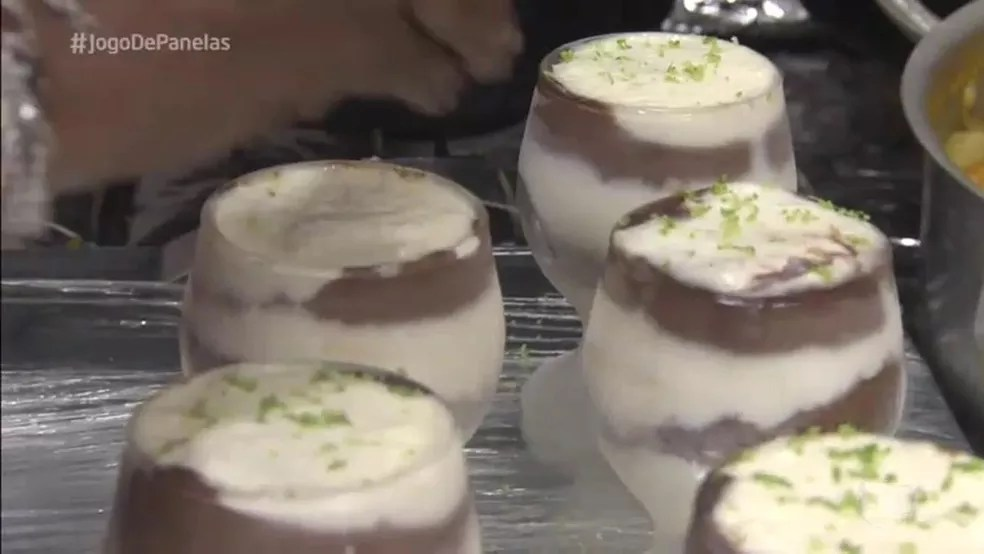 Sobremesa do jantar da Val (Foto: TV Globo)
