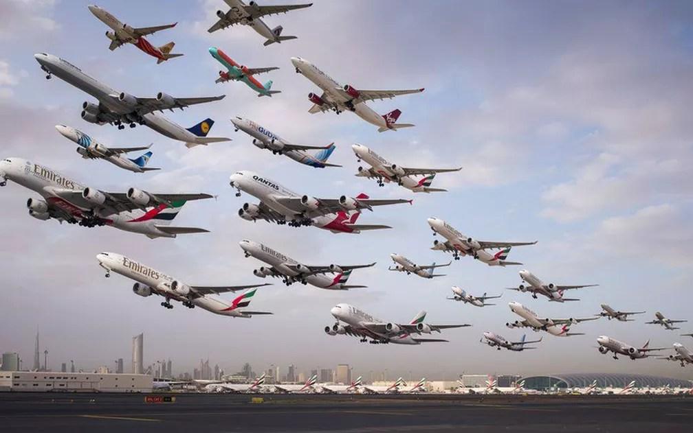 Montagem mostra partidas no aeroporto de Dubai, nos Emirados Árabes Unidos (Foto: Mike Kelley)