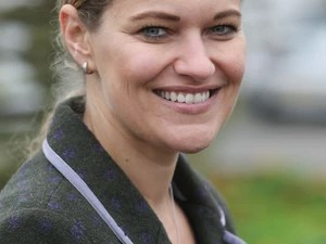 Fiona, 42, mãe de Holly Greenhow (Foto: Geoff Robinson)