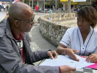 Lorrayne Isidoro, de 17 anos, não consegue obter o documento. Adolescente conseguiu dinheiro para viagem com campanha na internet. (Foto: Reprodução/TV Globo)