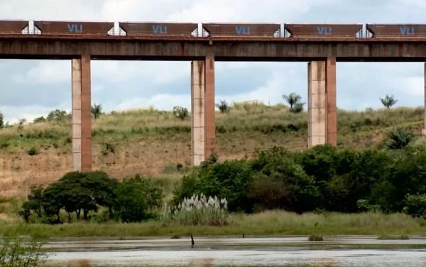Estrada de Ferro Carajás possui 900 km e é por onde passa minério de ferro extraído na Amazônia brasileira (Foto: Reprodução/TV Mirante)