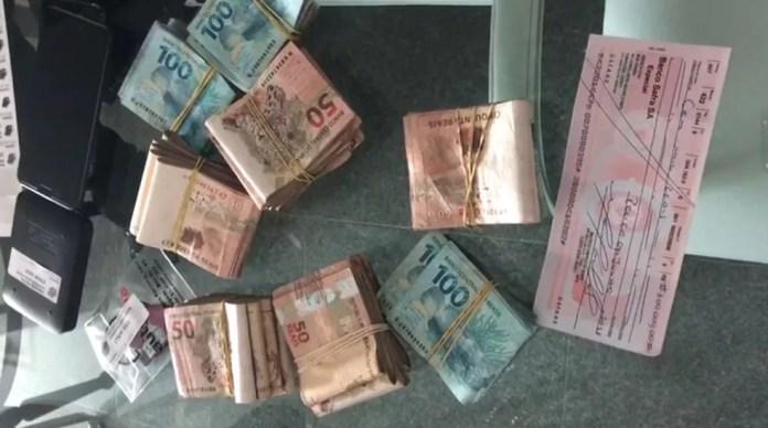 PF apreendeu dinheiro durante busca realizada em Recife, pela Operação Efeito Dominó (Foto: Divulgação/Polícia Federal)