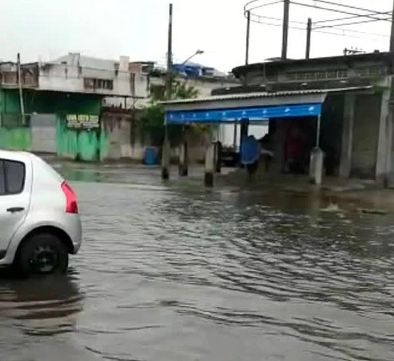 Chuva forte alaga ruas e hospital no primeiro dia do ano na Baixada  Fluminense | Rio de Janeiro | G1