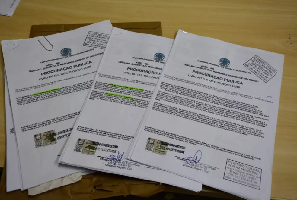 Menor de idade preso por falsificação de documentos utilizava procurações para conseguir dinheiro em empréstimos e cartões de crédito — Foto: PF/Divulgação