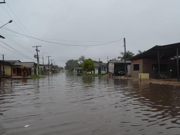 Forte chuva atinge a cidade deste a madrugada desta quinta-feira (9) (Foto: Dyepeson Martins/G1)