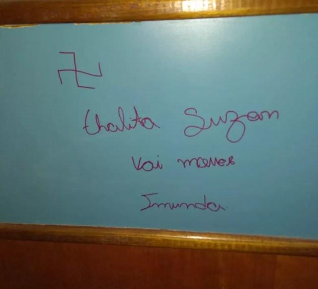 Ameaças foram escritas em banheiro de faculdade em Sorocaba — Foto: Arquivo pessoal