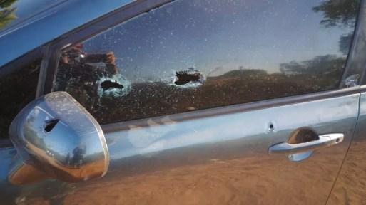 Assaltantes que morreram em confronto com a PM em Parnamirim, RN, estavam dentro de um carro usado no crime — Foto: Redes Sociais