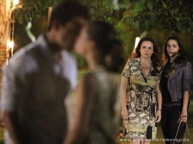 beijo leila Resumo da Novela Amor a Vida 10/01/2014: Linda e Rafael se beijam, e Neide flagra os dois: 'Que pouca vergonha é essa?'