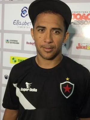 André Cassaco, atacante do Botafogo-PB (Foto: Lucas Barros / GloboEsporte.com/pb)