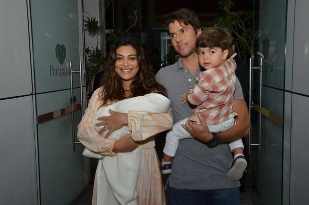 Juliana Paes sai da maternidade (Foto: Leo Marinho/ Ag. News)