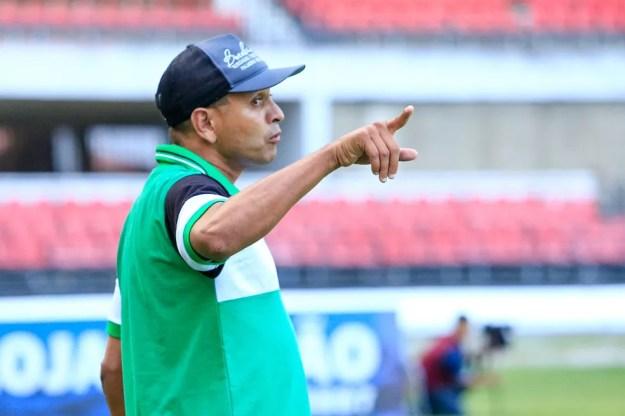 Jaelson Marcelino foi demitido do Dimensão Saúde após goleada sofrida para o CSA (Foto: Aílton Cruz/Gazeta de Alagoas)