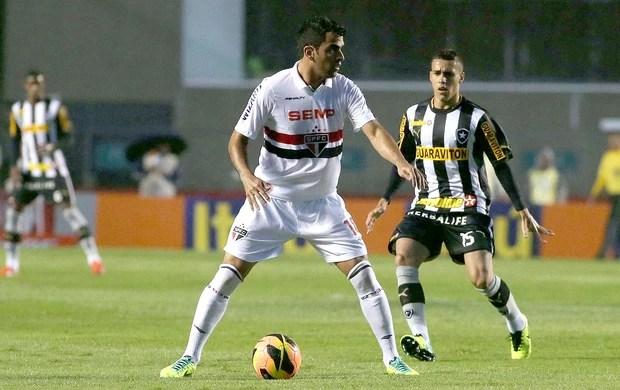 Maicon jogo São Paulo e Botafogo (Foto: Marcos Bezerra / Agência Estado)