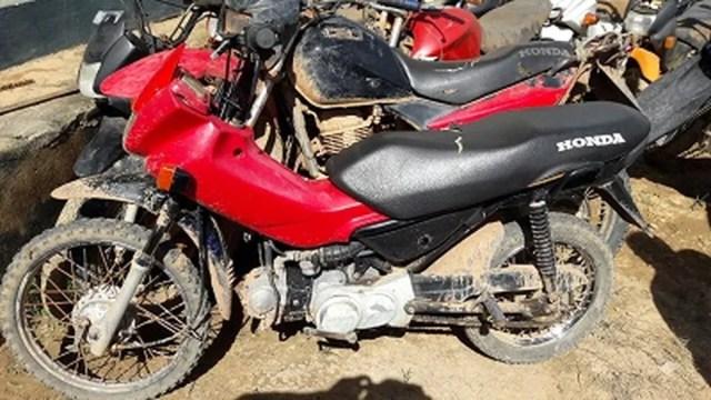 Duas motos furtadas no município foram recuperadas e devolvidas aos donos. (Foto: Polícia Civil/Divulgação)