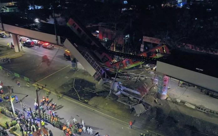 Imagem aérea mostra região de acidente de trem do metrô depois que um viaduto desabou parcialmente na Cidade do México — Foto: Pedro Pardo/AFP