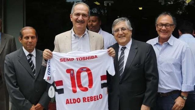 Ministro Aldo Rebelo visita CT do São Paulo (Foto: Rubens Chiri / saopaulofc.net)