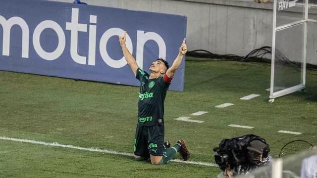 Willian festeja gol do Palmeiras