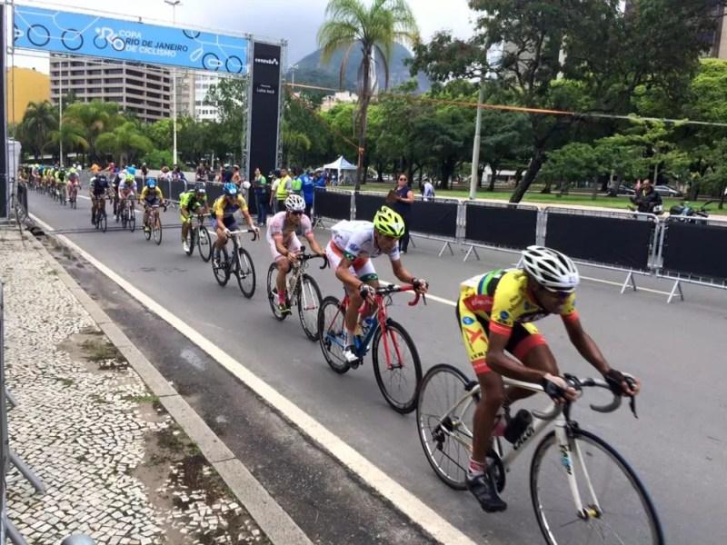 Ciclistas durante a prova