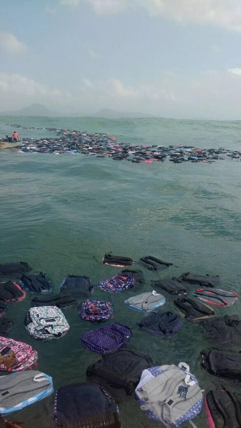 Mochilas ficaram espalhadas por vários quilômetros na costa de Santos e Guarujá (Foto: Arquivo Pessoal)