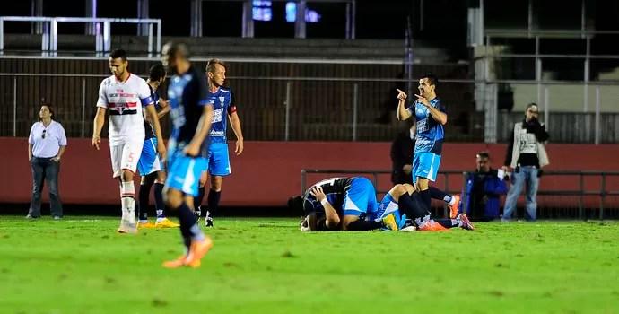 Gol do Avaí comemoração (Foto: Marcos Ribolli)