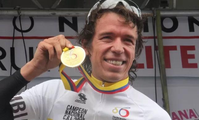 Rigoberto Uran com a medalha de prata conquistada na estrada em Londres-2012: nome forte do time colombiano na Olimpíada de 2016