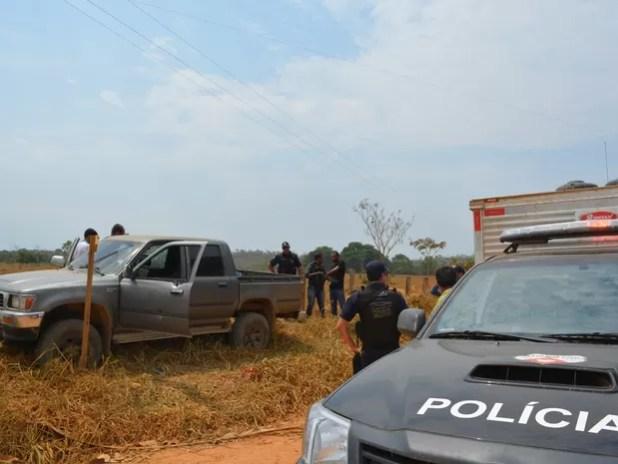 Corpos das vítimas foram levados para IML local (Foto: Jonatas Boni/ G1)