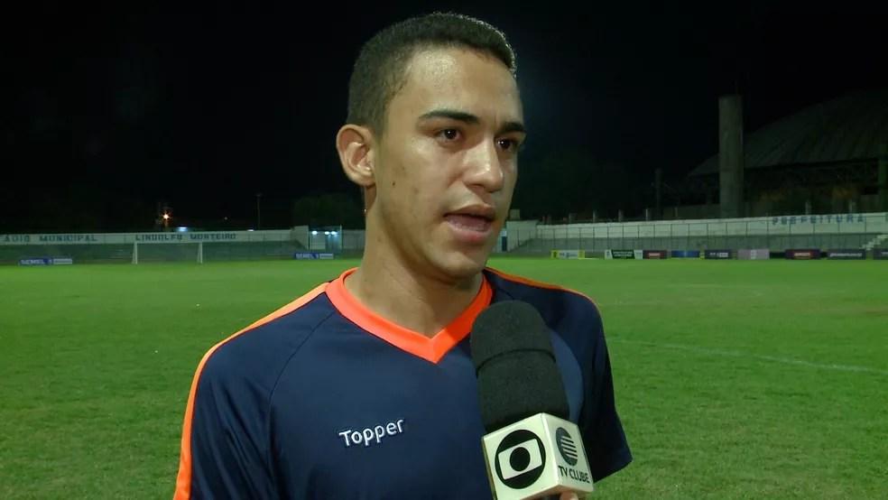 Pablo Raydan, técnico da Escolinha R9 — Foto: Reprodução/TV Clube