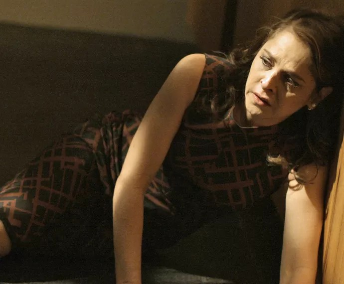 Carolina fica transtornada e desaba no choro (Foto: TV Globo)