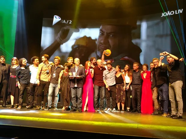 """Vencedores da categoria """"Campanha Nacional"""" recebem o prêmio (Foto: Karina Trevizan/G1)"""