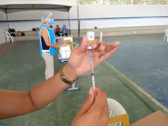 Vacina CoronaVac em João Pessoa, na Paraíba — Foto: Phelipe Caldas/G1