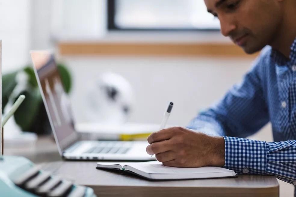 Homem estuda — Foto: Pixabay/Divulgação