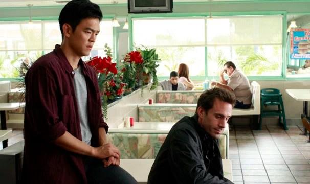 Demetri revela a Mark que viu o próprio assassinato durante o apagão (Foto: Divulgação / Disney Media Distribution)
