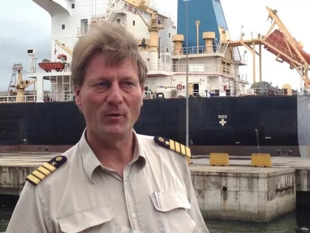 Comandante fala sobre resgate em alto mar (Foto: Mariane Rossi/G1)