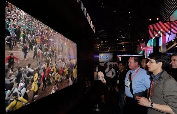 Protótipo de UHDTV com tela de 85 polegadas exibido pela Sharp na Consumer Electronics Show (CES) 2012. (Foto: Reuters)