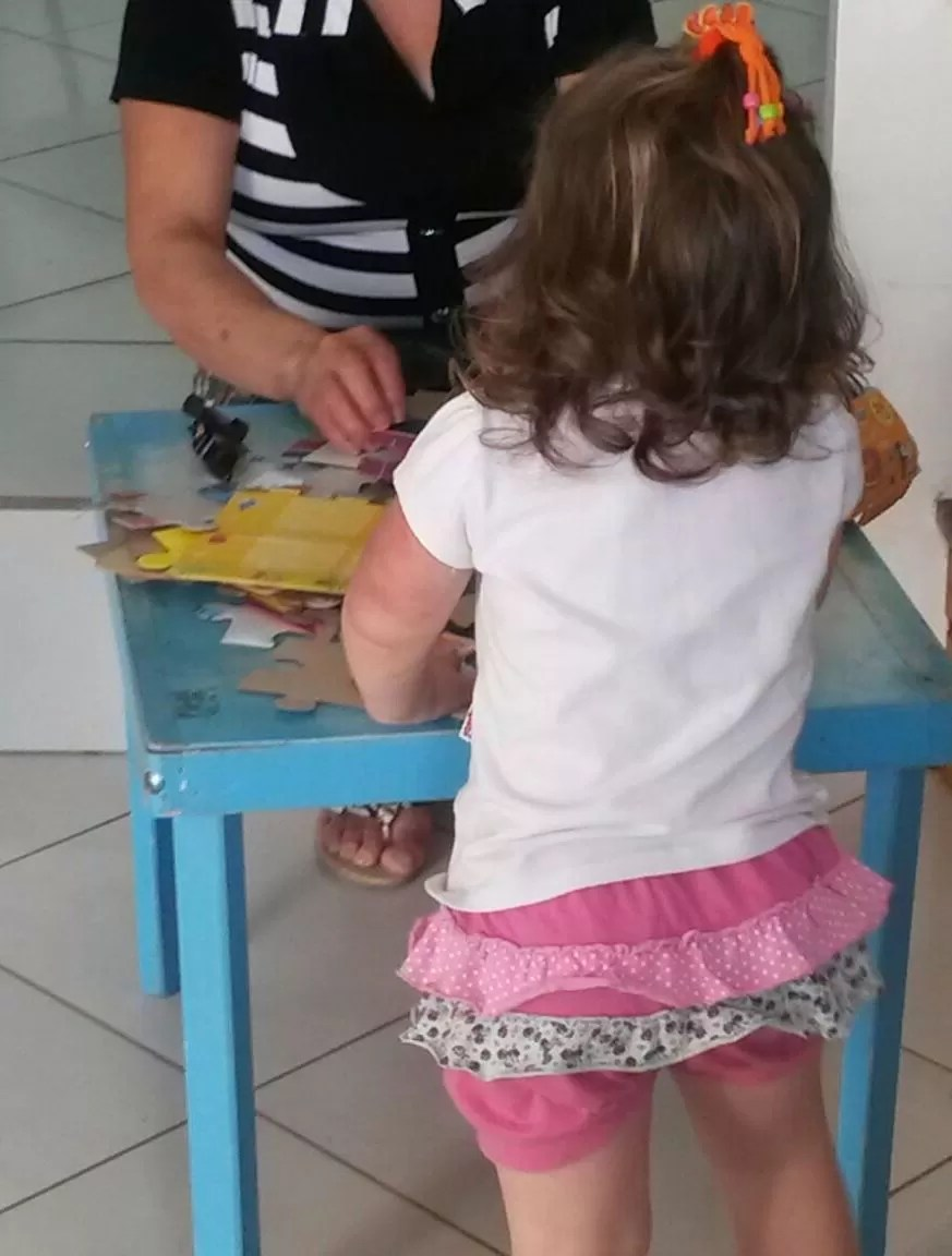 Menina esteve no IGP de Xanxerê com a avó (Foto: Eveline Poncio/RBS TV)