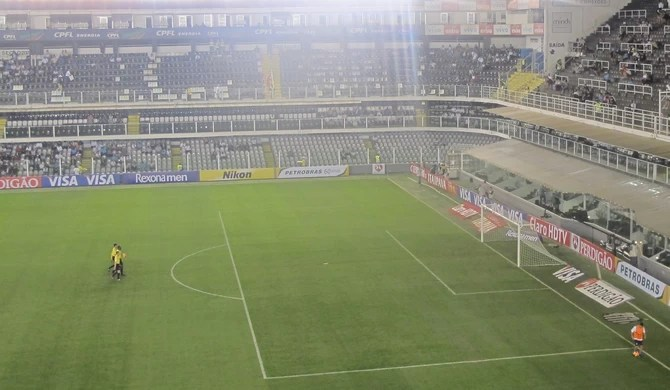 Vila Belmiro recebe pouco público para partida de Santos e Grêmio pela Copa do Brasil (Foto: Fernando Prandi/Globoesporte.com)