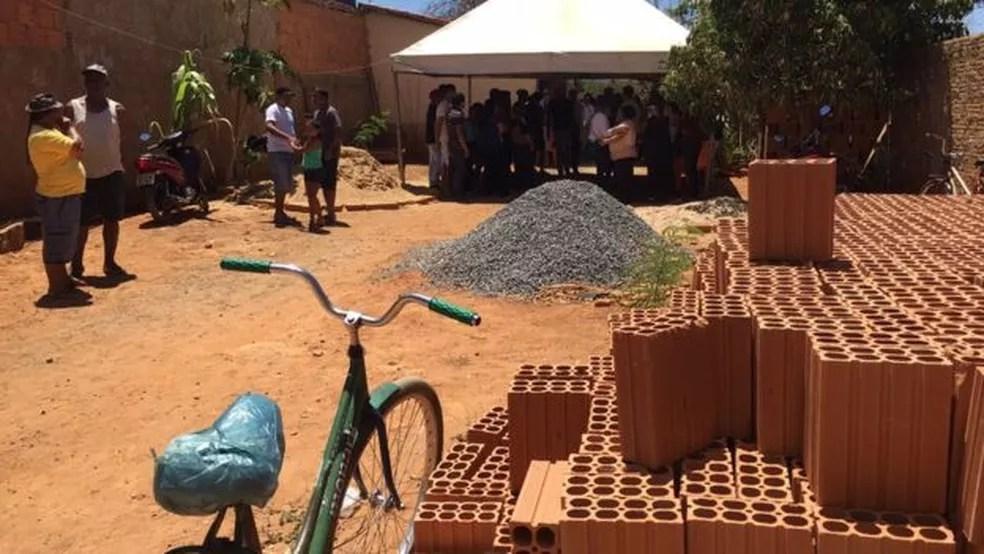 Pais tinham comprado material para construir quarto de menina de 4 anos que morreu em incêndio (Foto: Júlia Carneiro/BBC Brasil)