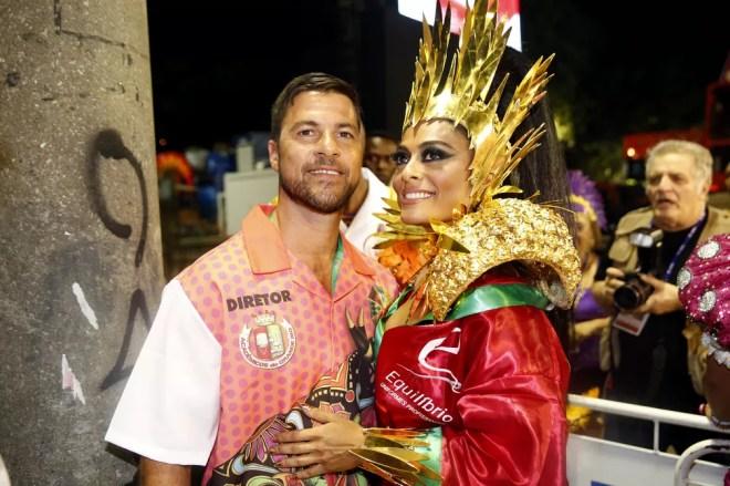 Juliana Paes e Carlos Eduardo Baptista na concentração da Grande Rio (Foto: Marcos Serra Lima/G1)