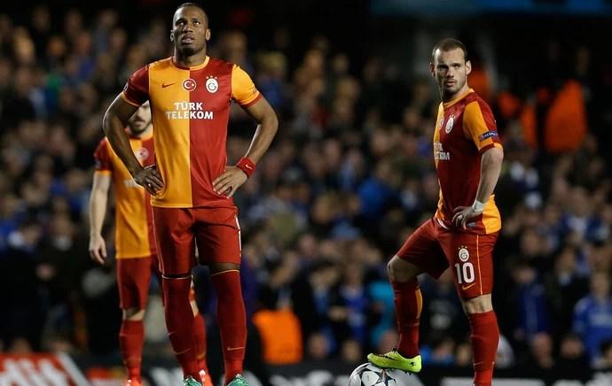 Drogba e Sneijder Chelsea x Galatasaray (Foto: AP)