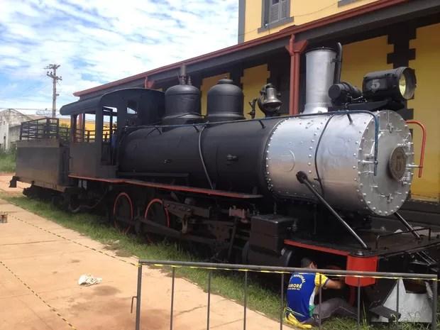 Locomotiva está sendo restaurada e deve ficar pronta na sexta (Foto: Dayanne Saldanha/G1)