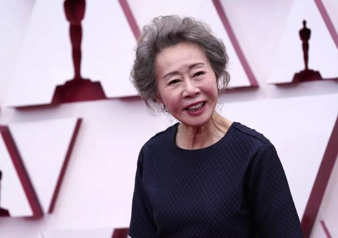 """Youn Yuh-jung, indicada à atriz coadjuvante por """"Minari"""", no tapete vermelho do Oscar 2021 — Foto: AP Photo/Chris Pizzello"""