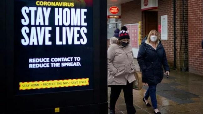 Em nova campanha, governo pede que pessoas ajam 'como se tivessem o vírus' — Foto: Getty Images via BBC