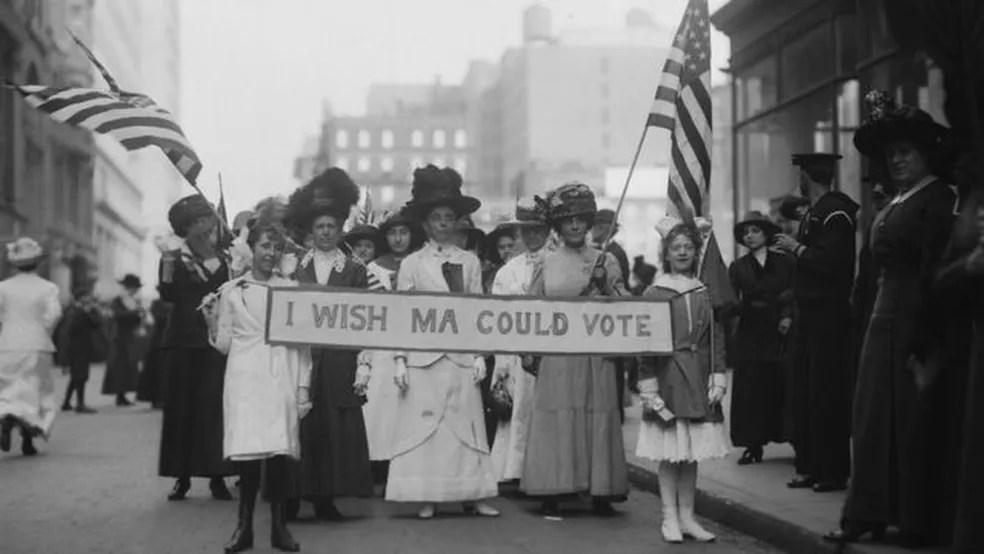 Em 1913, as mulheres já protestavam pelo direito de votar nos Estados Unidos; nessa época, eram frequentes os protestos também por melhores condições de trabalho — Foto: Getty Images
