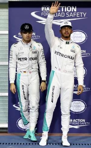 Lewis Hamilton e Nico Rosberg após treino classificatório para o GP de Abu Dhabi (Foto: Getty Images)