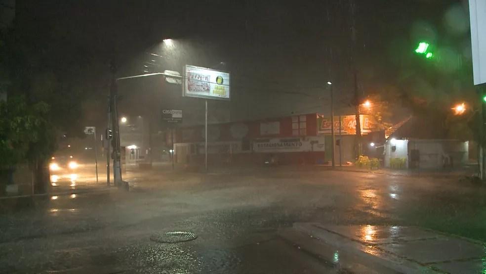 Registro de fortes chuvas em Sousa, no Sertão da Paraíba — Foto: Reprodução/TV Paraíba