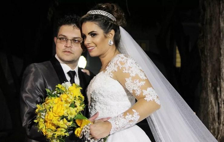 Suellen e Rafael já eram casados no civil e agora fizeram a cerimônia religiosa em Salto  (Foto: Studio Art Fotografia)