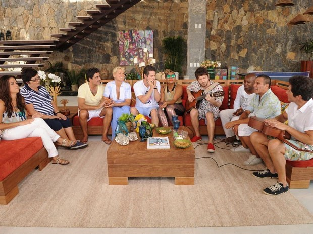 Com Junno, Xuxa recebe amigos em casa de praia em Angra (Foto: TVGlobo/Blad Meneghel)