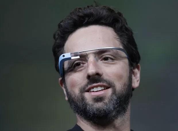 Sergey Brin, cofundador do Google, apresentou o Google Glass, óculos de realidade aumentada da empresa que será vendido para visitantes do Google I/O por US$ 1,5 mil (Foto: Paul Sakuma/AP)